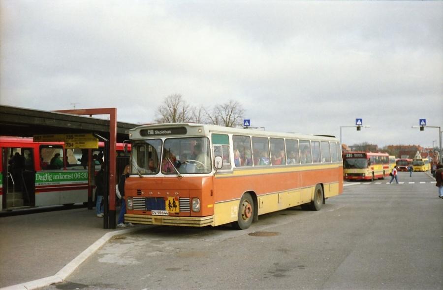 Hillerød Lilleskole DV99644 ved Hillerød St. i februar 1990