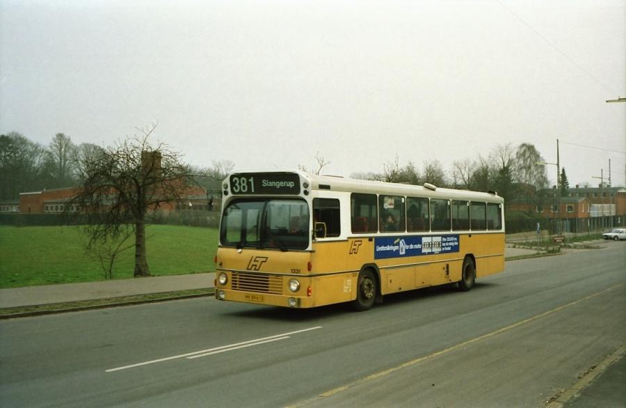 HT 1331/HV89612 på Østre Stationsvej ved Rungsted Kyst Station i februar 1992