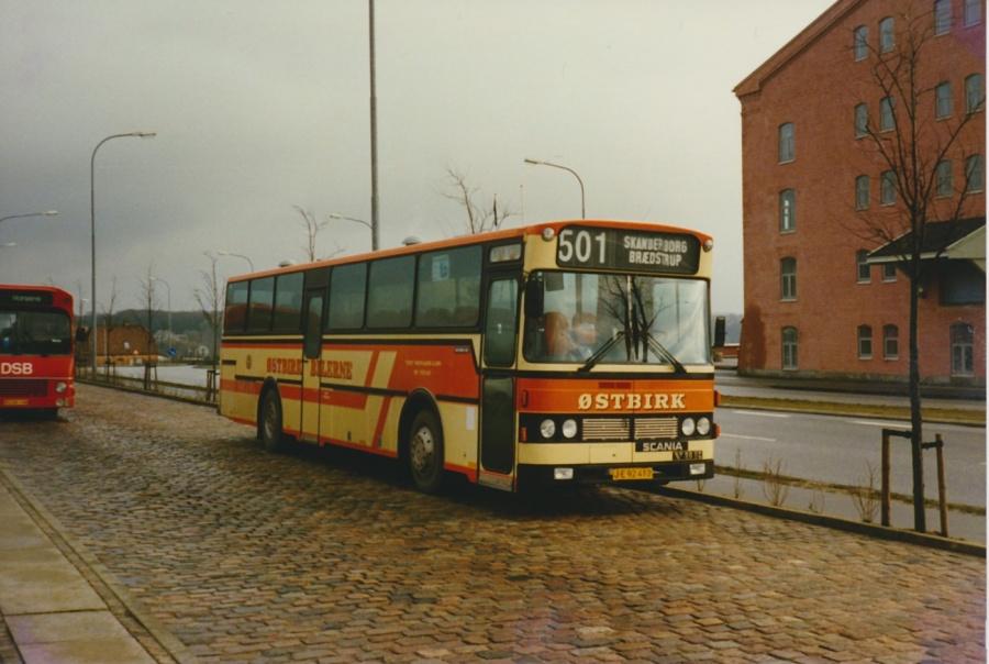 Østbirk Bilerne JE92412 ved Skanderborg Station i marts 1988