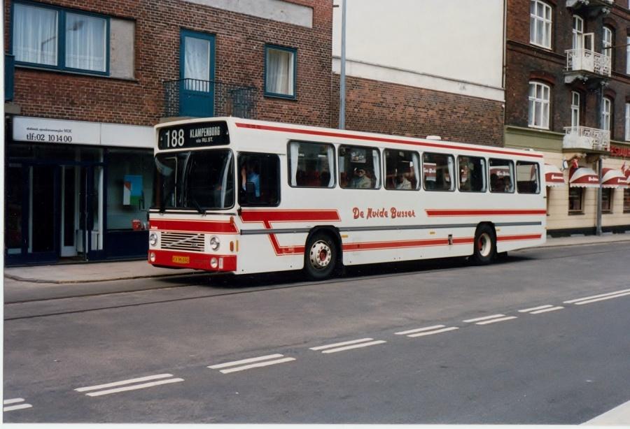 De Hvide Busser 5/KX96690 ved Helsingør Station i juni 1987