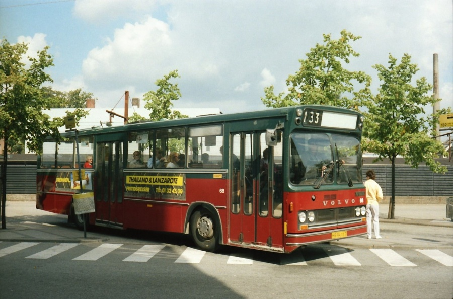 Hvidovre Rutebiler 68/HB94117 ved Valby Station i juli 1988