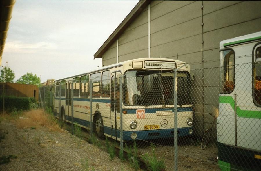 Bolls Busser 4/HJ88301 i garagen i Kalundborg i juli 1989