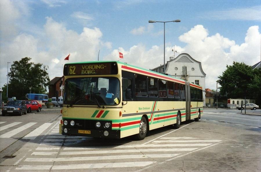 Møns Omnibusser 9/LY93175 i Vordingborg i juli 1990