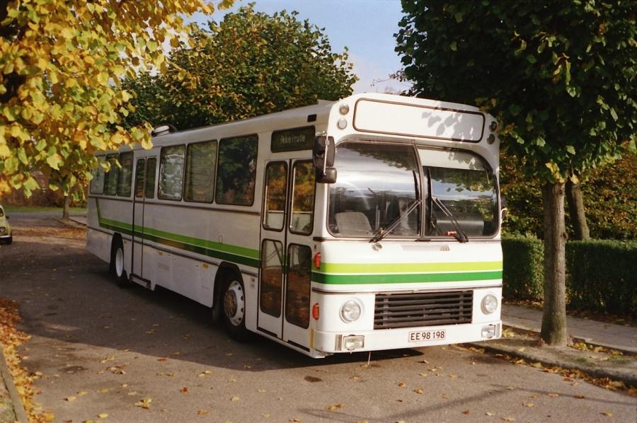 Dansk Folkehjælp EE98198 på Holsbjergvej i Albertslund i oktober 1988