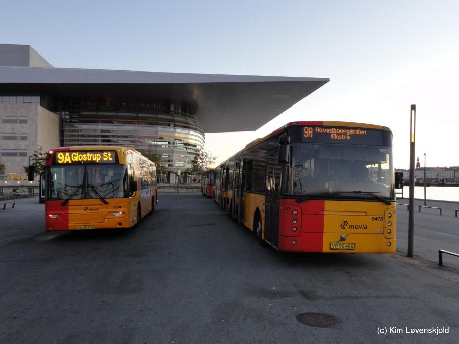 Arriva 1324/VN92355 og Keolis 8478/VP90490 ved Operaen i København den 27. september 2015