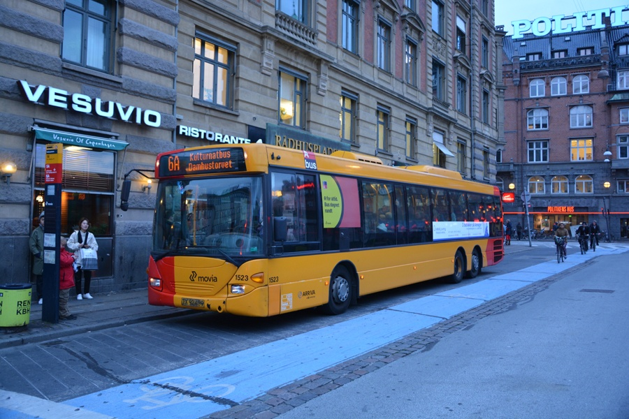 Arriva 1523/TX92489 på Rådhuspladsen i København den 9. oktober 2015