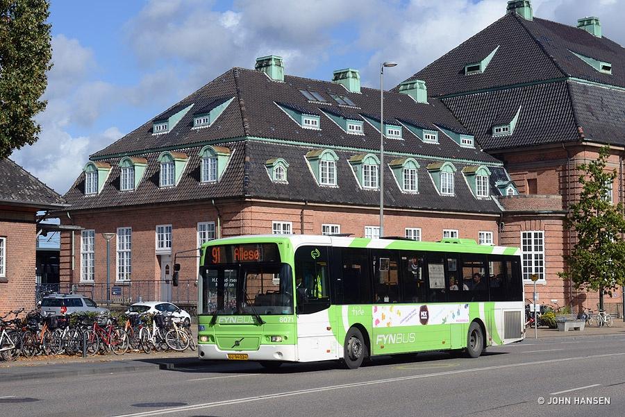 Tide Bus 8071/UJ94024 på Østre Stationsvej i Odense den 26. september 2015