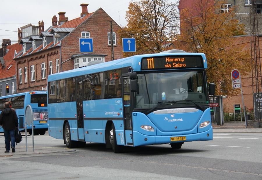 Keolis 822/VH93384 på Århus Rutebilstation den 19. oktober 2015