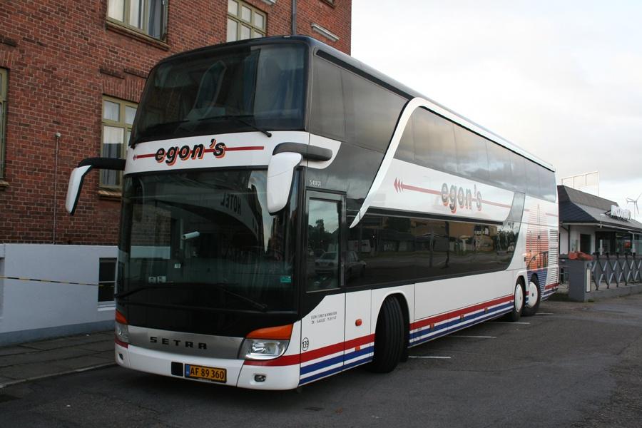 Egons Turist- og Minibusser 139/AF89360 ved Hotel Gammel Skivehus i Skive den 8. september 2012