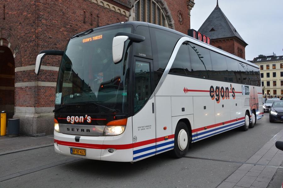 Egons Turist- og Minibusser 151/BF97417 ved Københavns Hovedbanegård den 29. december 2015
