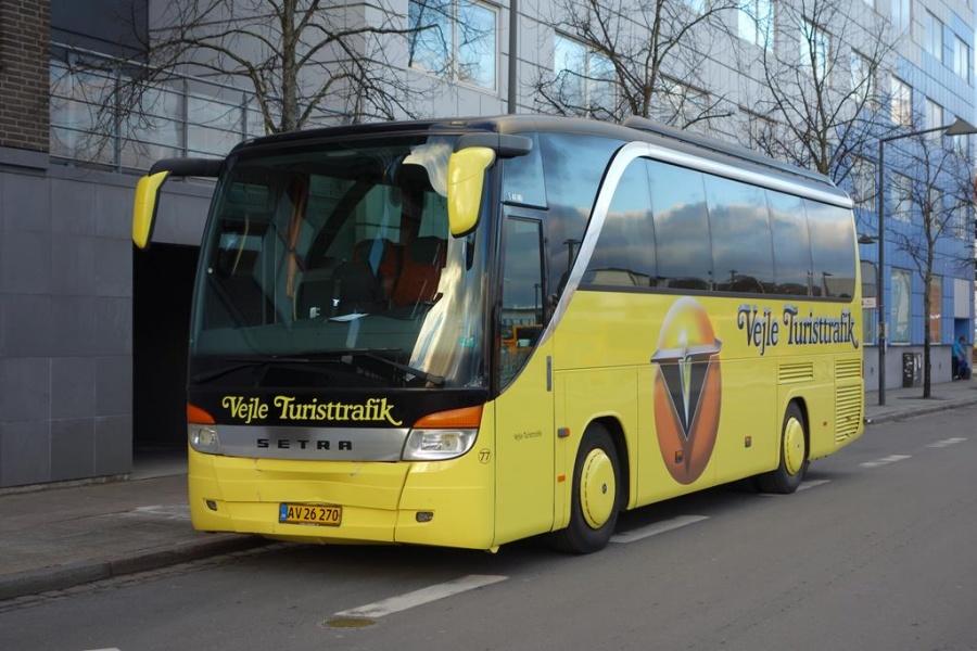 Vejle Turisttrafik 77/AV26270 på Vejle Trafikcenter den 5. januar 2016