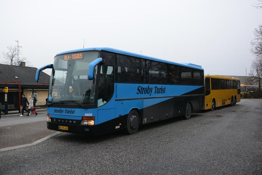 Strøby Turist 8605/BG95245 ved Hillerød st. den 27. februar 2016