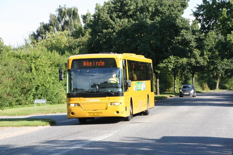 Århus Sporveje 117/TX90765 på Østerby Allé i Tranbjerg den 25. august 2016