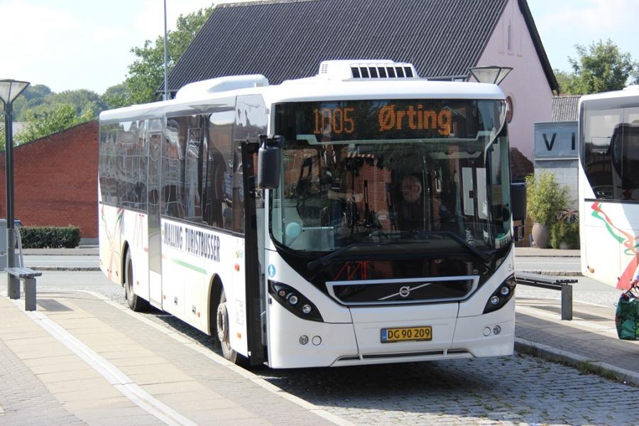 Malling Turistbusser 54/DG90209 ved Odder station den 24. august 2016