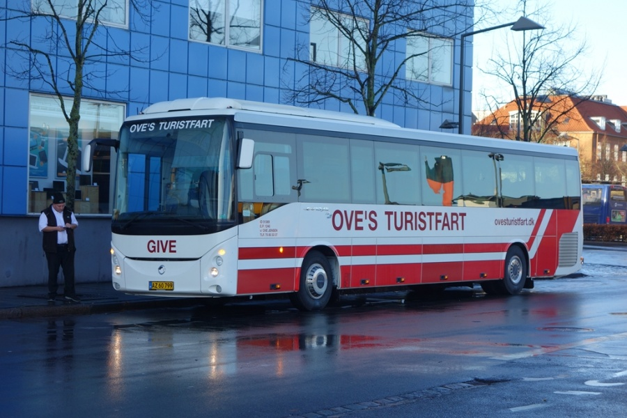 Oves Turistfart AZ60799 på Vejle Trafikcenter den 18. november 2016