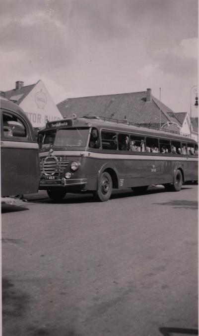 DSB 435/Y6010 på Nørretorv i Vejle i 1953