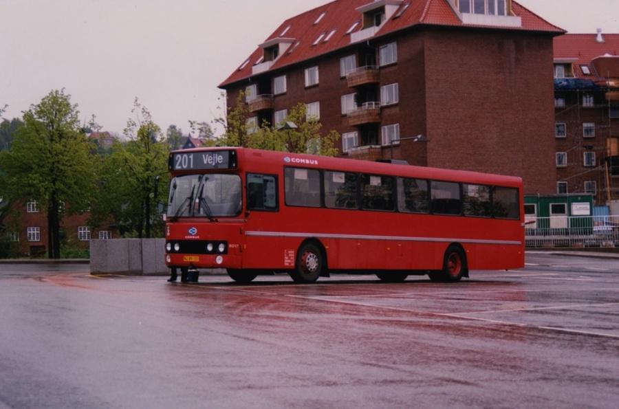 Combus 8017/NJ89122 på Vejle Trafikcenter i maj 1999