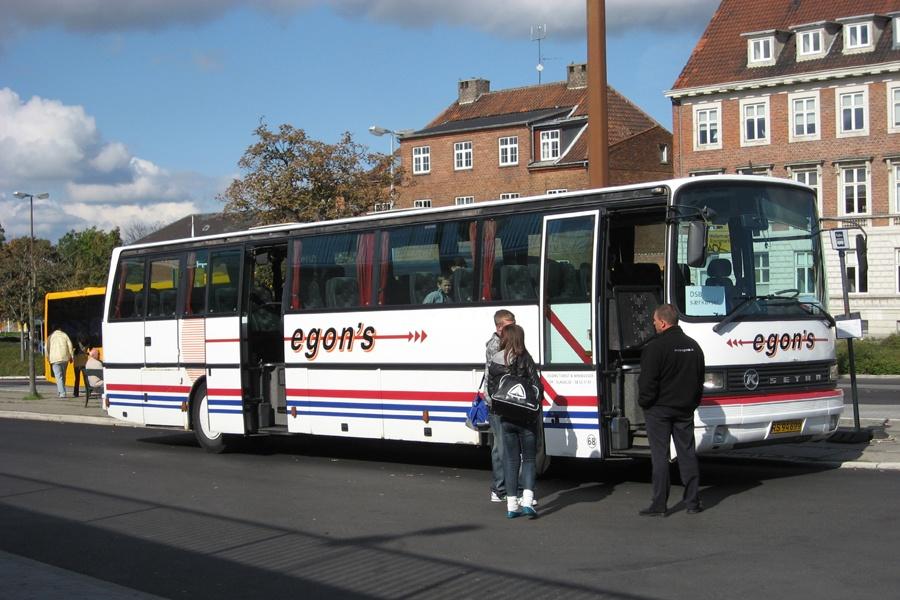 Egons Turist- og Minibusser 68/RS94699 ved Holbæk Station den 21. september 2008