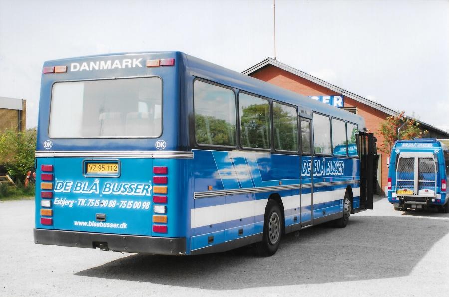 De Blå Busser VZ95112 i garagen i Esbjerg