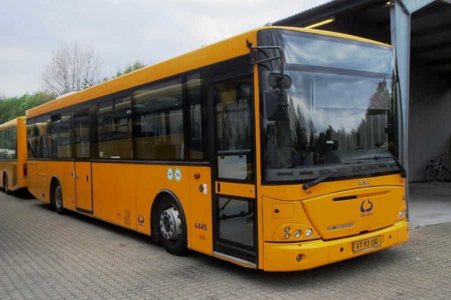 Lokalbus 4445/XT93181 i garagen i Køge den 19. maj 2017