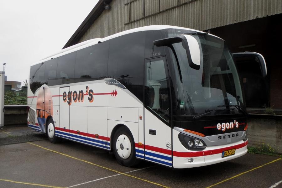 Egons Turist- og Minibusser 225/BL52345 i København den 22. oktober 2017