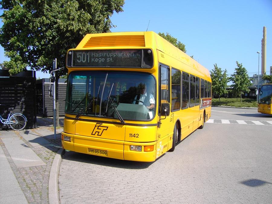 Arriva 1142/PM95509 ved Køge Station den 22. august 2005