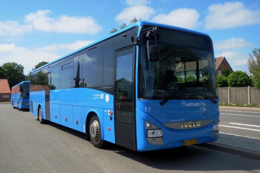 De Grønne Busser 17/BX29547 på Hammel Rutebilstation den 12. juni 2018