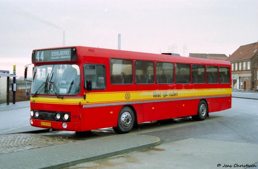 Vestruten 119/NY93094 ved Esbjerg Rutebilstation den 31. december 1999