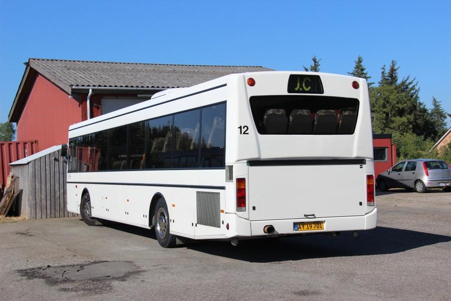 J. C. Turist 12/AY19701 ved garagen i Ålbæk den 16. juli 2018