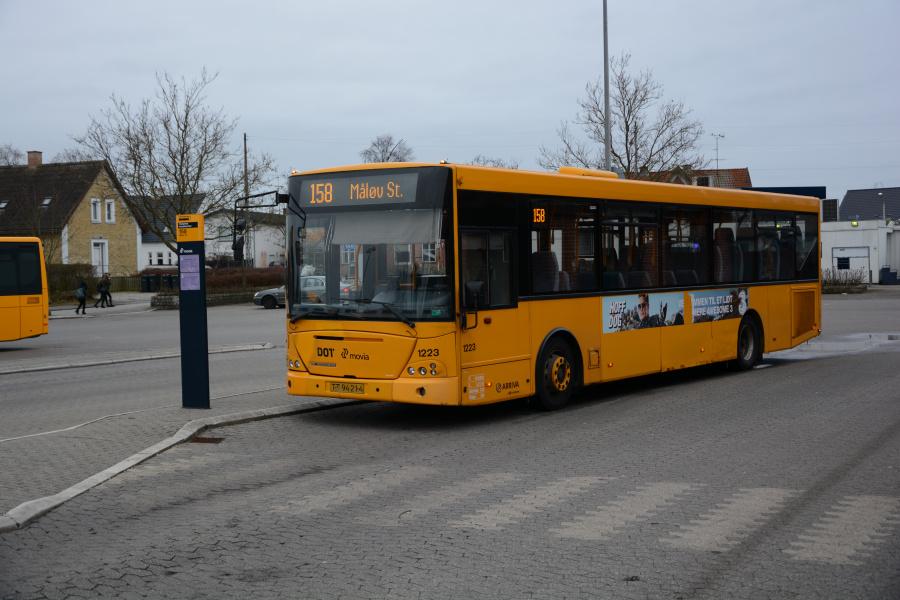 Arriva 1223/TT94214 på Slangerup Rutebilstation den 6. marts 2017