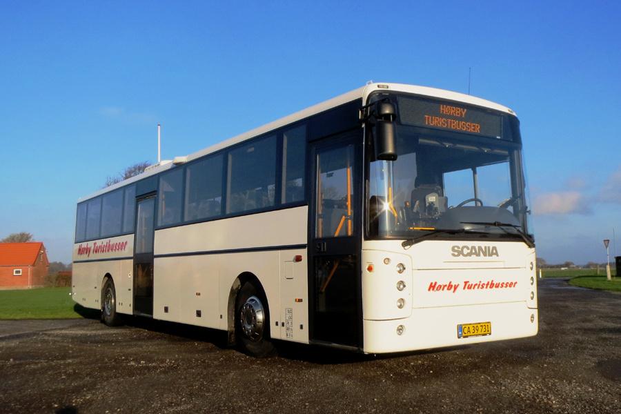 Hørby Rute- og Turistbusser 05/CA39731 ved garagen i Hørby den 16. november 2018