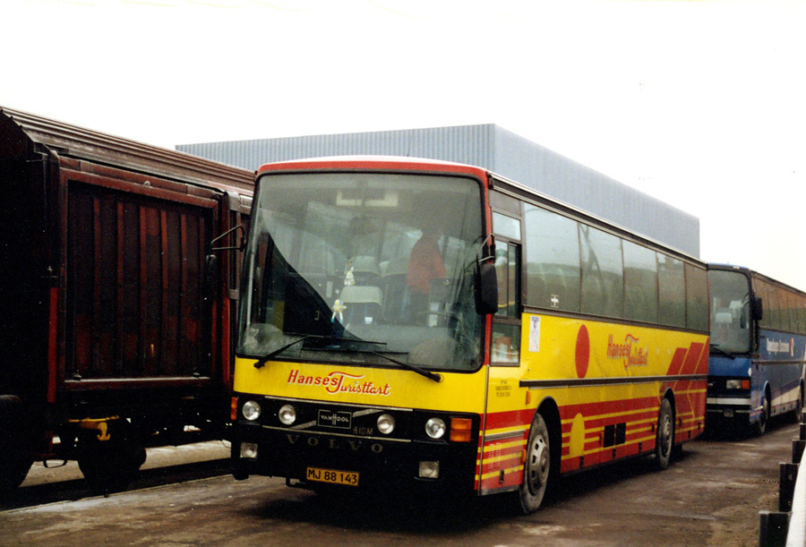 Hanses Turistfart MJ88143 ved Roskilde Station den 29. december 1992