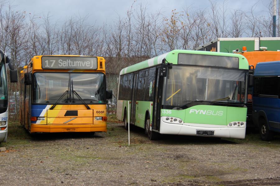 Ex. Busselskabet Pletten og ex. Bergholdt 5336 ved Vejstruprød Busimport i Christiansfeld den 20. november 2018