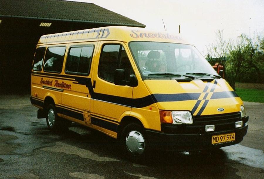 Snedsted Turistbusser MD97574 ved garagen i Snedsted i 1992
