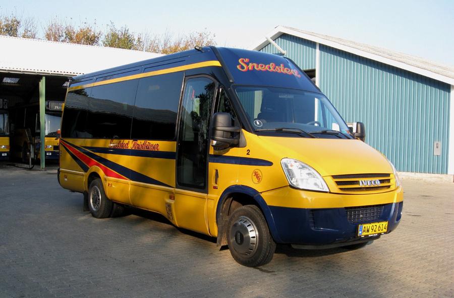 Snedsted Turistbusser 2/AW92614 ved garagen i Snedsted den 9. oktober 2010