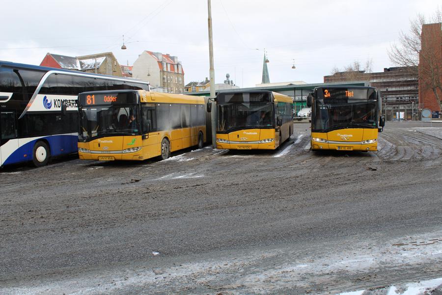 Århus Sporveje 468/VN97958, 154/XC94526 og 670/DF91488 på Aarhus Rutebilstation den 28. februar 2018