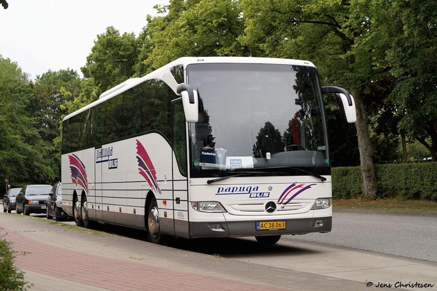 Papuga Bus 22/AC38063 på Am Mühlenteich i Flensburg i Tyskland den 19. juli 2015