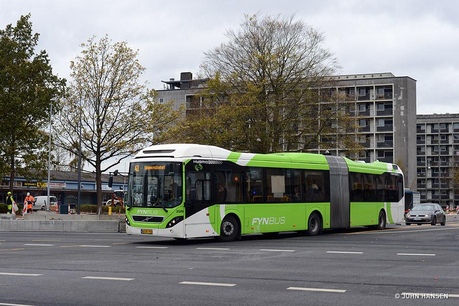 Keolis 3589/AX85792 på hjørnet af Nyborgvej/Ørbækvej i Odense den 29. oktober 2018