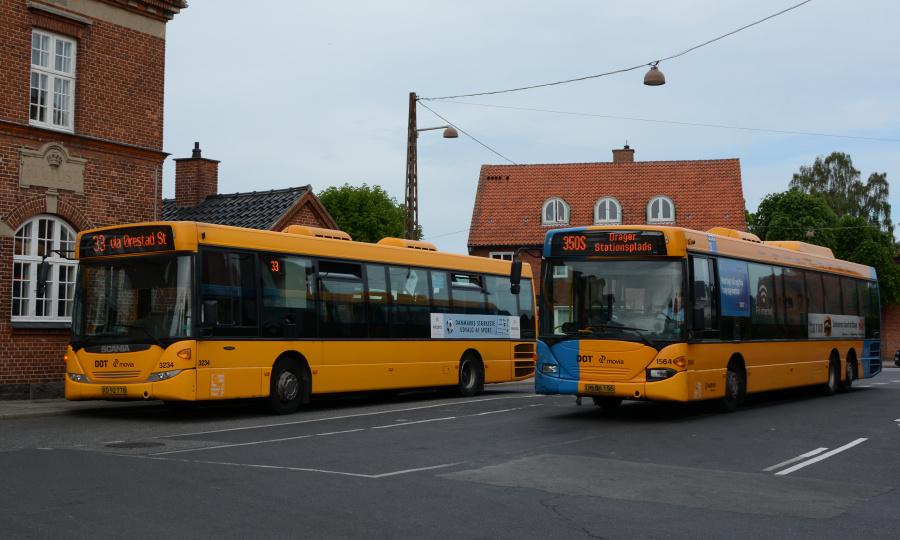 Anchersen 3234/ XD92778 og Arriva 1564/UB94156 på Dragør Stationsplads den 9. juni 2017
