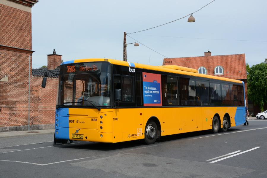 Arriva 1688/VP90520 på Dragør Stationsplads den 9. juni 2017