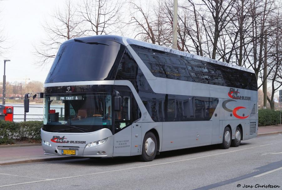 PM Taxi & Busser BJ57754 på Ballindamm i Hamburg, Tyskland den 24. februar 2019