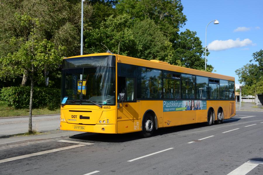 De Blaa Omnibusser 4053/UV97384 på Snekkersten Station den 4. juli 2017