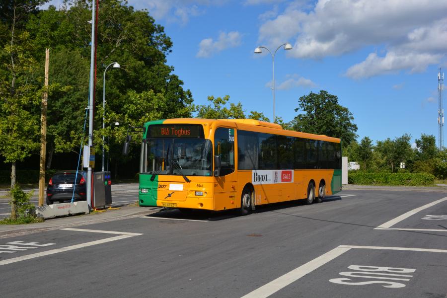 Nobina 6041/XC88251 på Snekkersten Station den 4. juli 2017