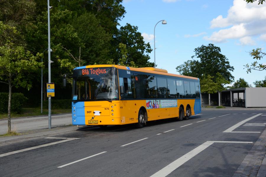 Arriva 1676/VP90294 på Snekkersten Station den 4. juli 2017