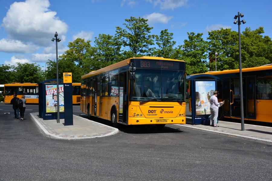 Nobina 6193/UM94256 på Snekkersten Station den 4. juli 2017
