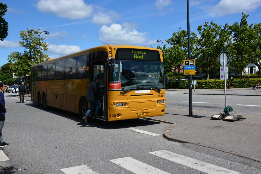 Meløse Bus AW80196 på Hellerup Station den 4. juli 2017