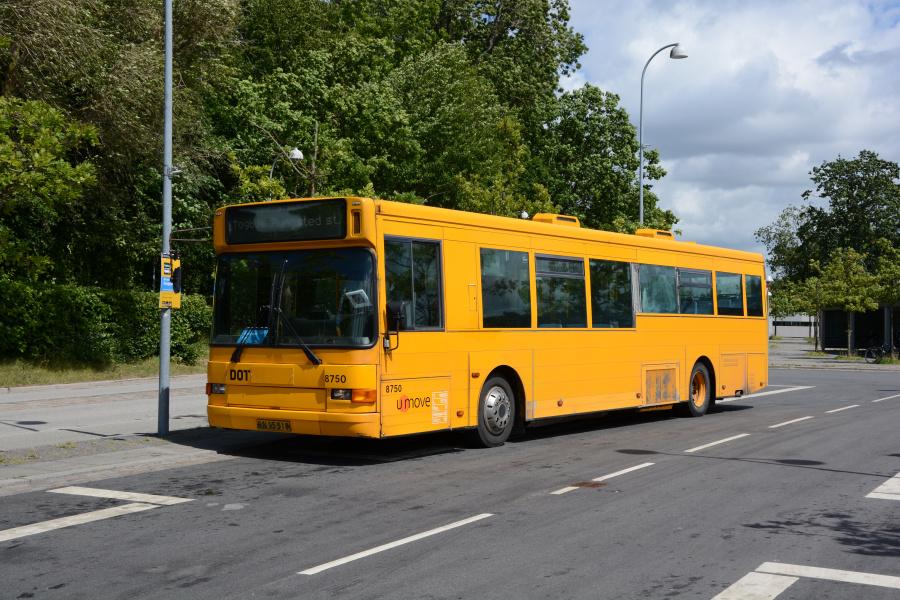 Umove 8750/RN95518 på  Snekkersten Station den 26. juni 2017