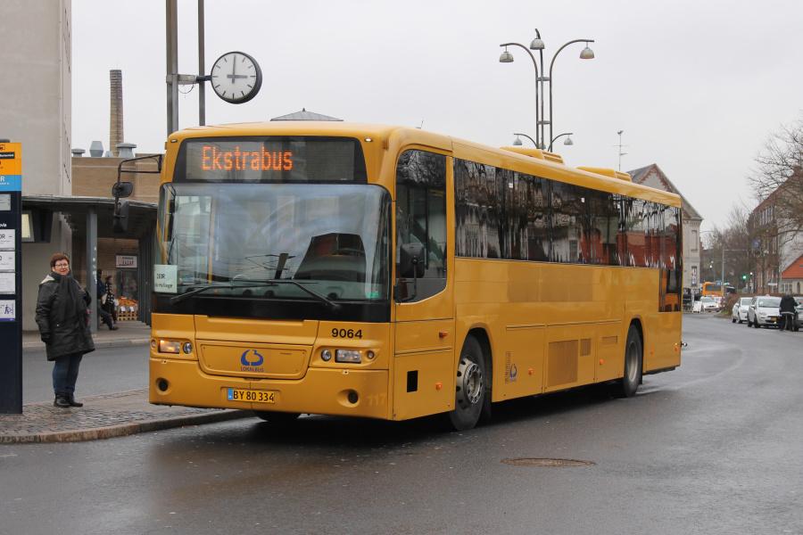 Lokalbus 9064/BY80334 ved Roskilde Station den 8. februar 2019.