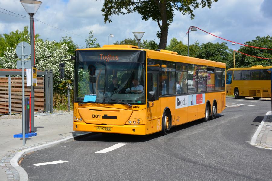 De Blaa Omnibusser 4051/UV97382 på Rungsted Kyst Station den 26. juni 2017