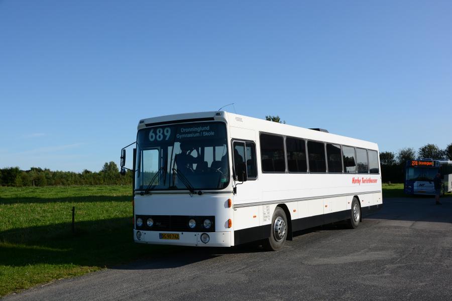 Hørby Rute- og Turistbusser DG90742 i garagen i Hørby den 2. september 2017
